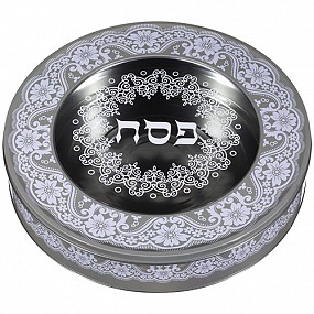 Round tin Matzah box with lid. Beige and white.